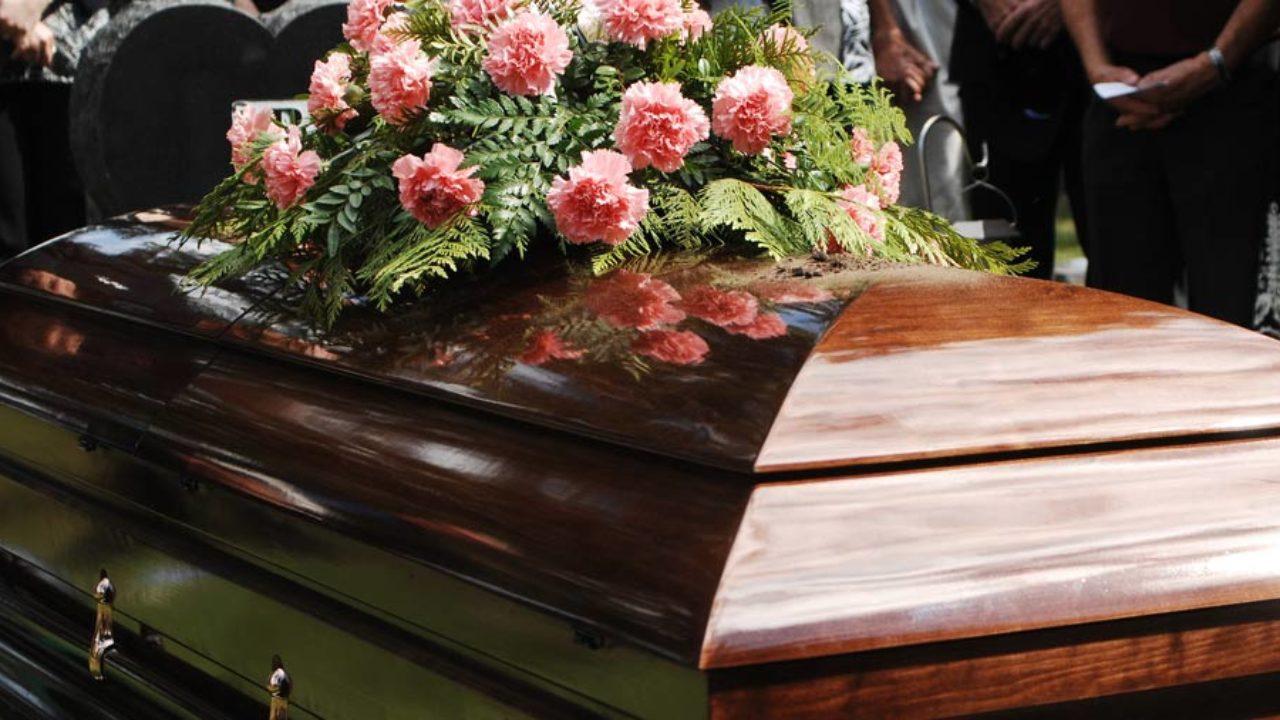 Descubra a diferença entre sepultamento e enterro. Veja!